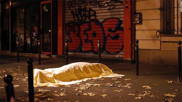 Фото №2 - Впервые после парижских терактов группа Eagles of Death Metal заговорила