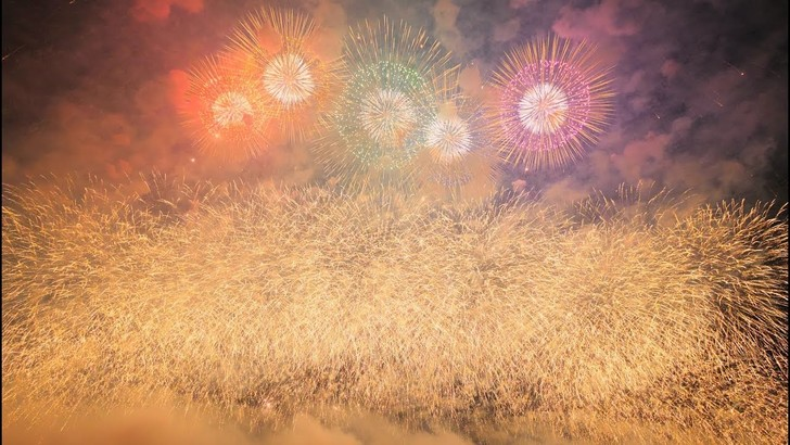 Фото №1 - Безумство японских фейерверков (видео)