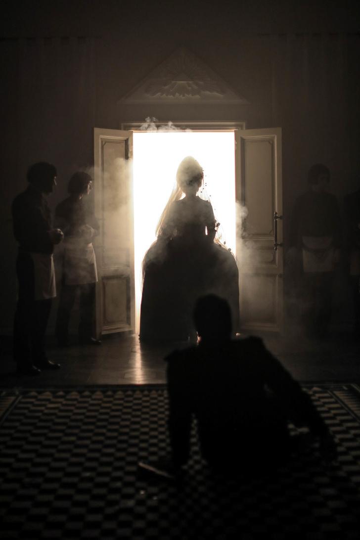 Фото №1 - «Пиковая Дама» продолжает показы в Москве