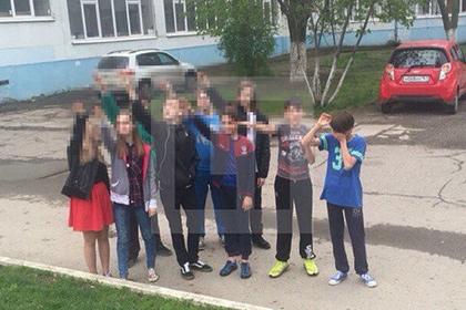 Фото №1 - Лучшие шутки о скандале с детьми, играющими в «Покажи, где солнце»