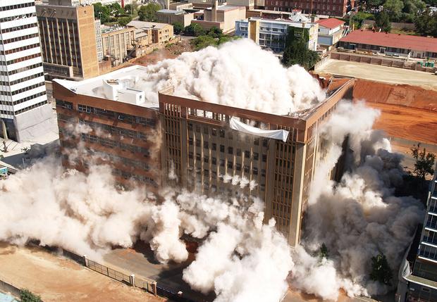 Фото №1 - 5 сносов зданий, закончившихся не так, как планировалось (видео)