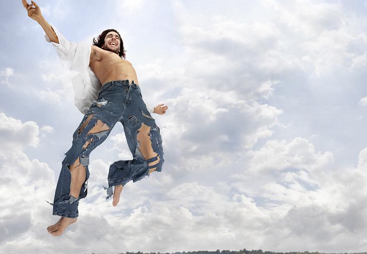 Фото №1 - Как самостоятельно порвать джинсы (и сделать это правильно)