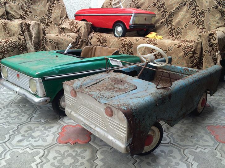Фото №6 - Умелец из Нальчика реставрирует советские педальные машинки