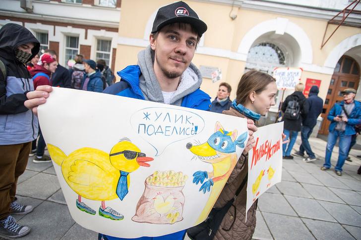 Фото №14 - Запрещена в России: плакаты первомайской Монстрации — 2017