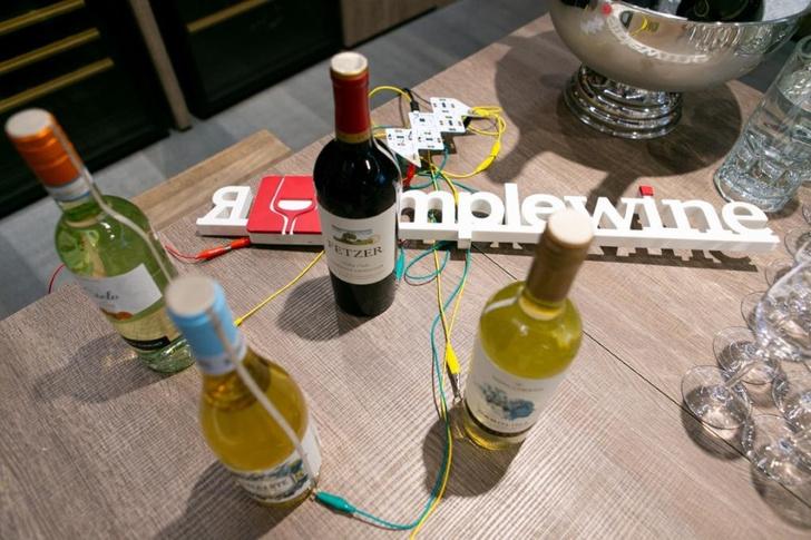 Фото №1 - Музыка из вина: саунд-инсталляция от SimpleWine