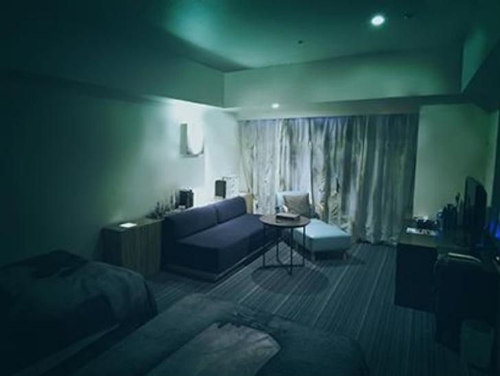 Фото №1 - Как выглядит номер ужасов в японском отеле (видео)