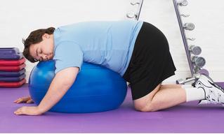 Пивной против фитнеса. 3 простейших упражнения, которые избавят от пуза