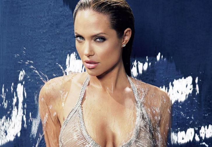 Фото №1 - Девушка дня: Анджелина Джоли