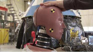 Посмотри, как NASA издевается над испытательными манекенами! (ВИДЕО)