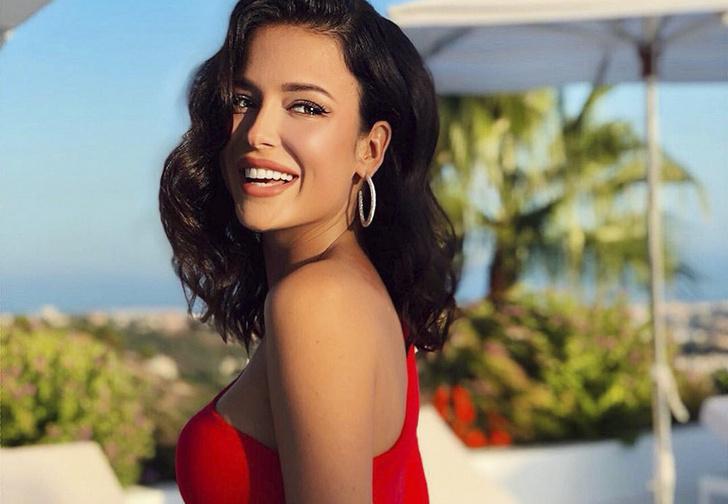 Фото №1 - «Мисс Россия — 2015» взяли на работу в Госдуму помощником депутата