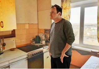 Челябинец прифотошопил Тарантино к фотографиям квартиры, выставленной на продажу