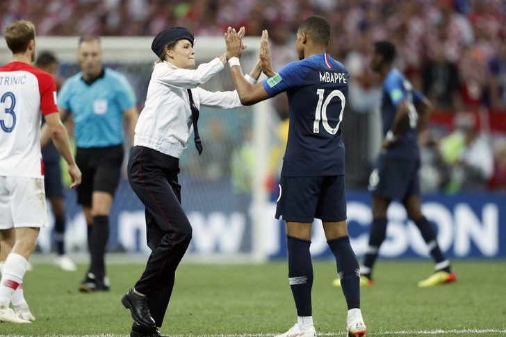 Фото №17 - Топ-10 мемов чемпионата мира по футболу!
