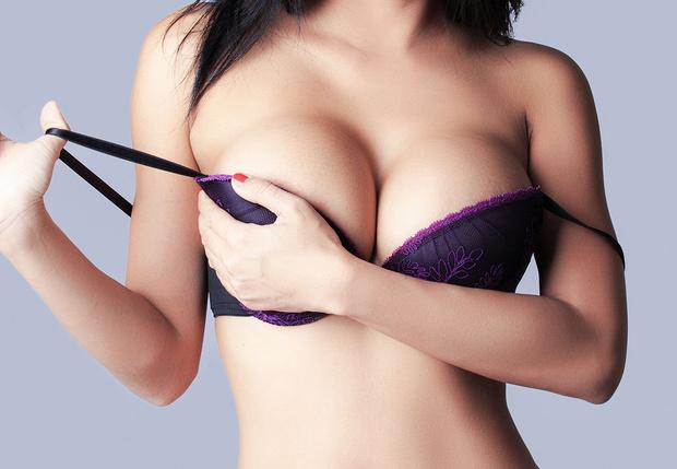 Фото №1 - Статистика сообщает: парням, которые родились в 90-е, не нравится большая грудь!