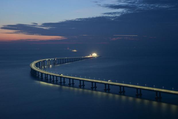 Фото №5 - Вот как выглядит самый длинный в мире морской мост, только что открытый в Китае (видео)