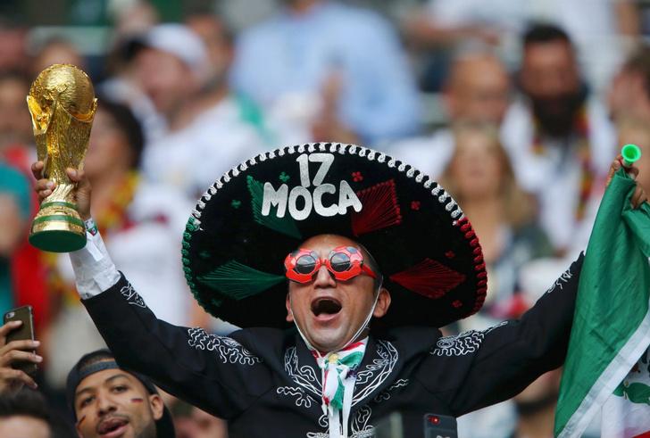 Мексиканцы пошли в бордель, а потом грохнули Германию в «Лужниках»!
