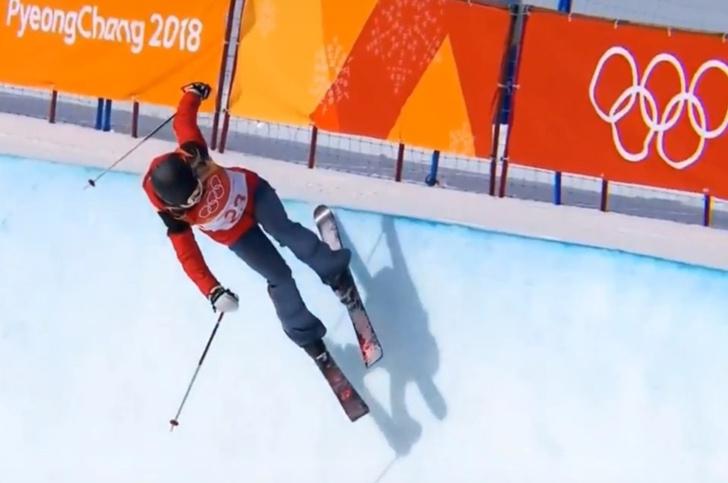 Фото №1 - Лыжница хитростью пробралась на Олимпиаду и, не сделав ни одного трюка, заняла первое место! С конца (обличительное ВИДЕО)