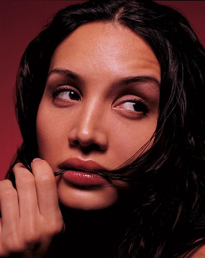 Фото №3 - Как понять, чего хочет женщина, по губам, ногам и подключичным впадинам