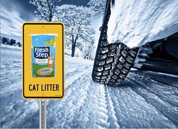 Фото №3 - Два зимних лайфхака с кошачьим наполнителем для автомобилиста
