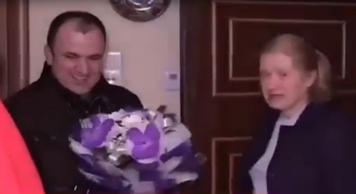 Фото №1 - «Пришел поздравить именинницу»: депутат опозорился, навещая выжившую в теракте женщину (нелепейшее  ВИДЕО)