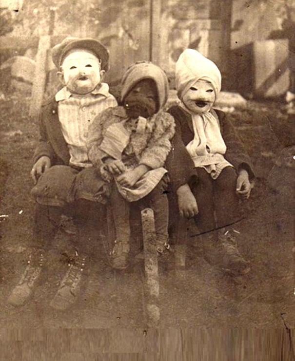 Фото №13 - Самые жуткие ретрокостюмы на Хеллоуин!