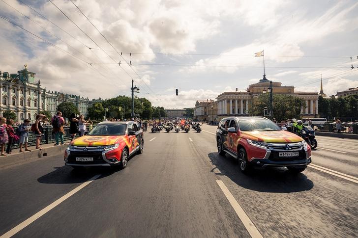 Фото №2 - Автомобили Mitsubishi возглавили мотопарад St.Petersburg Harley® Days