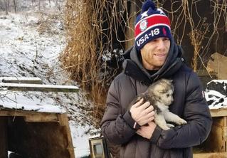 Олимпиец спас собаку, которую должны были съесть в Корее, а общественность его жестко раскритиковала