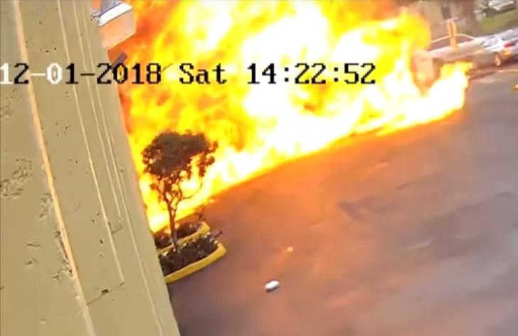 Фото №1 - Мощный взрыв самолета, после крушения протаранившего школу, попал на видео