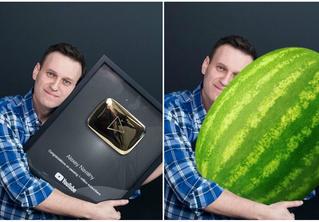 Лучшие фотожабы на Навального с золотой кнопкой YouTube