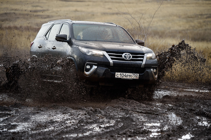 Фото №9 - Toyota Fortuner: большой, емкий, крепкий