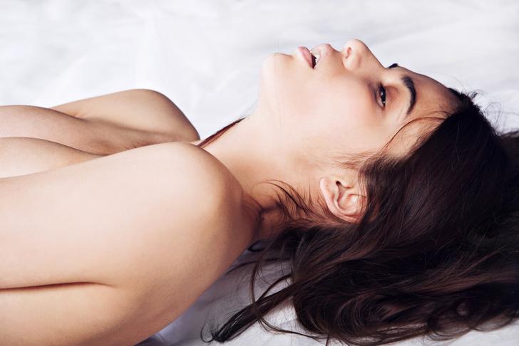 Фото №1 - Ученые назвали 4 причины, по которым женщины имитируют оргазм