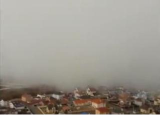 Колоссальная снежная туча стремительно накрывает весенний Екатеринбург (видео)