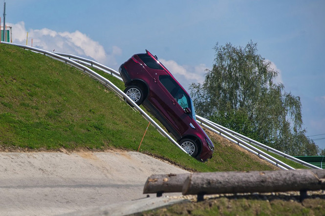 Начались продажи нового Land Rover Discovery