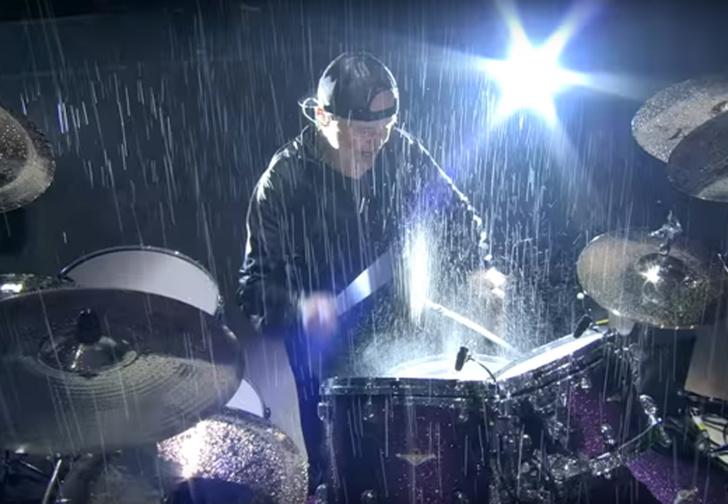Фото №1 - Metallica исполнили Master of Puppets на концерте под проливным дождем (видео)