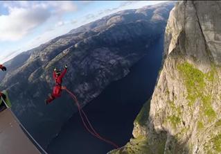 Леденящий кровь рекорд: прыжок с высоты 392 метра! (ВИДЕО)