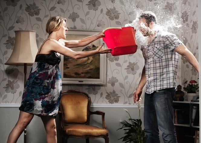 Как быстро прекратить истерику у девушки