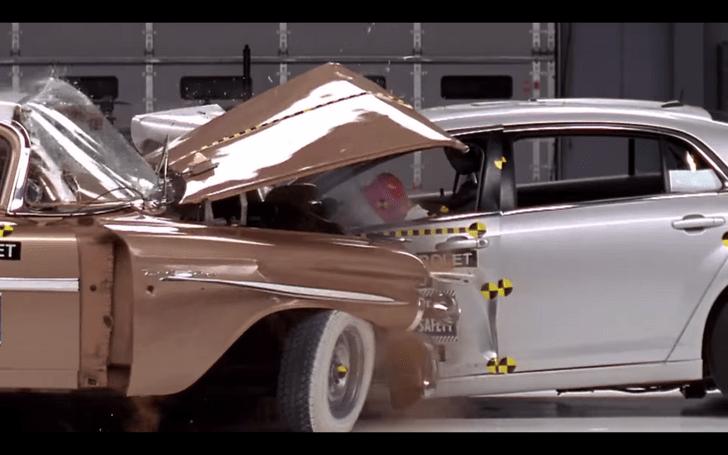 Фото №1 - Что будет, если современный автомобиль врежется в тачку из 50-х? (Предельно грустное видео)