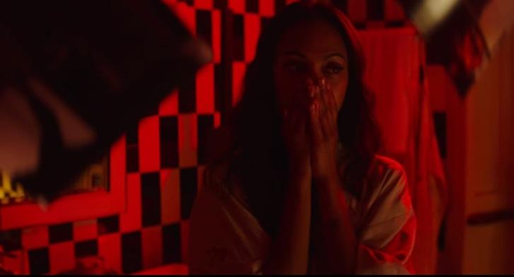 Фото №1 - Секс на одну ночь с Зои Салдана, коктейли рекой и тайна — всё, что ты любишь, в короткометражном триллере «Легенда Красной Перчатки»