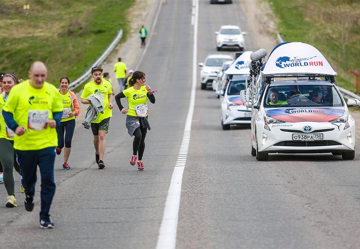 Догнать, чтобы наградить: как одна маленькая Toyota Prius гонялась за тысячей бегунов