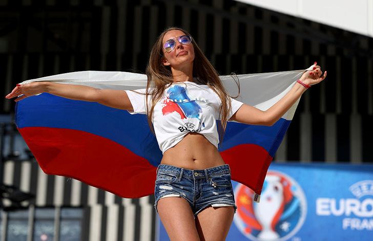 Фото №9 - Самые прекрасные русские болельщицы во Франции