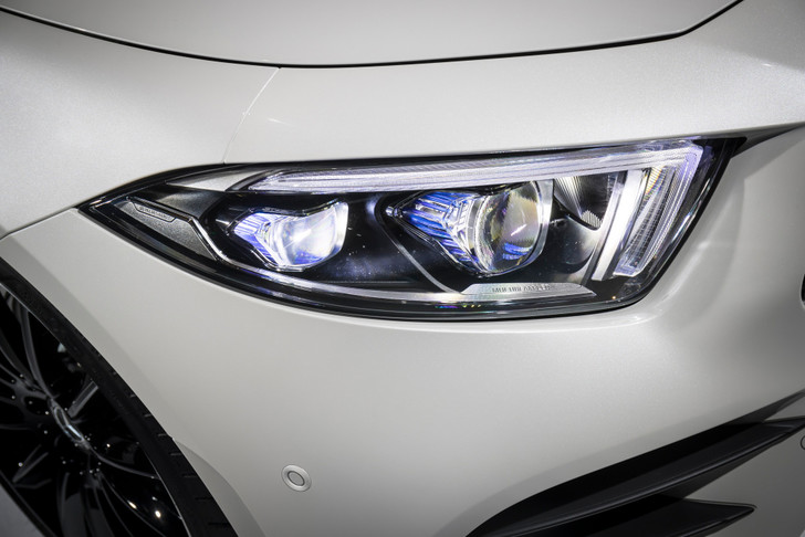 Фото №8 - Новый Mercedes CLS придется полюбить или возненавидеть
