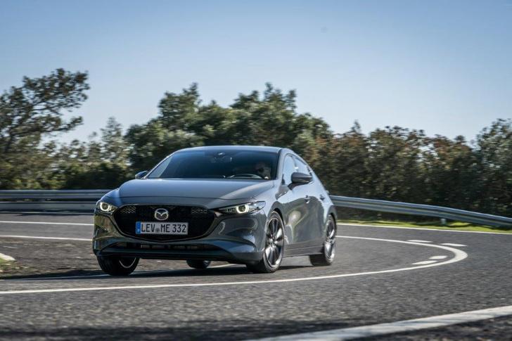 Фото №1 - Новую Mazda 3 уже можно купить в России