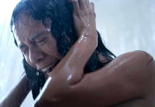 Фото №1 - Ума Турман в зловещем трейлере хоррор-сериала «Покои» от Netflix