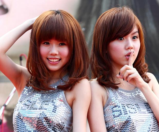 Фото №1 - Студенткам в Китае выдают кредиты под залог интимных фото