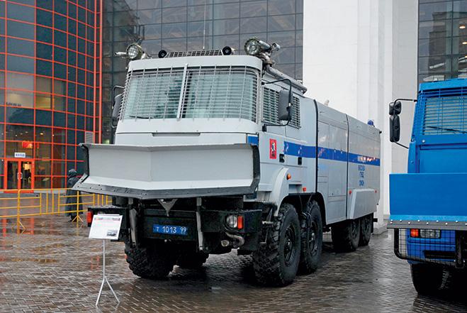 Бронированный водометный спецавтомобиль ЛУВР «Лавина-Ураган»