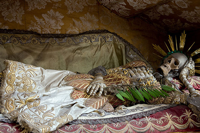 Фото №9 - Жертвы требуют красоты! Прекрасная в своей дикости коллекция нарядных скелетов
