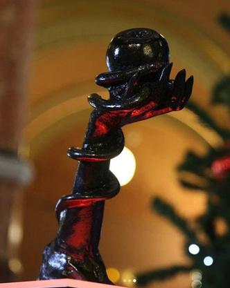 Фото №2 - Американская Церковь Сатаны установила в Капитолии свою рождественскую статую (фото)