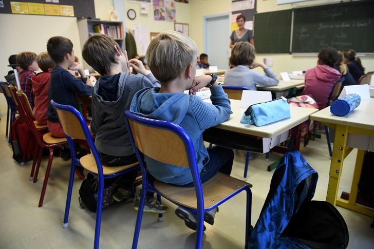 Фото №1 - Французы запретили детям пользоваться смартфонами в школе