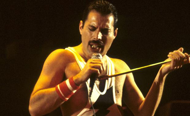 Фото №1 - Первое фото Рами Малека в образе Фредди Меркьюри со съемок «Богемской рапсодии» (ура, похож!)