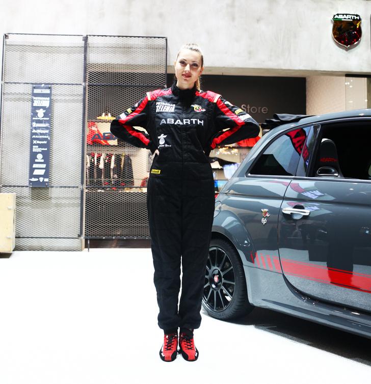 Фото №5 - Лучшие девушки автосалона в Женеве