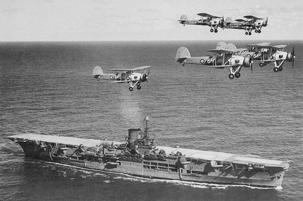 Третий корабль непотопляемого кота — авианосец «Арк Ройял»